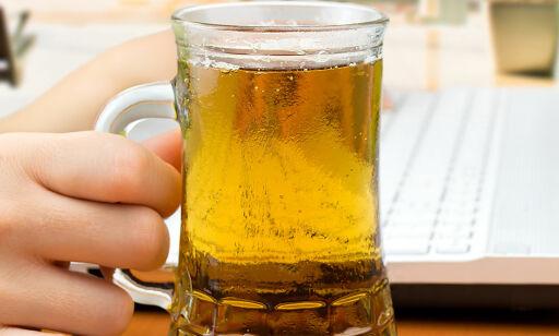 image: Vurderer alkoholforbud på britiske flyplasser