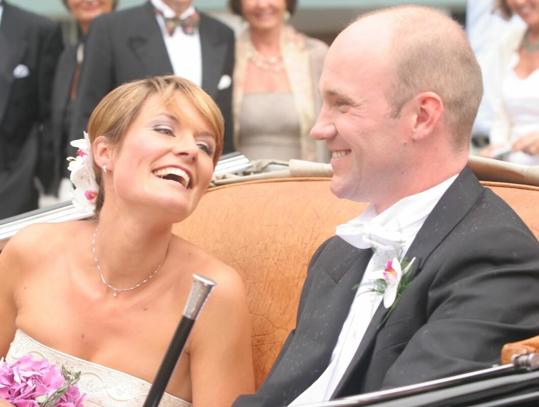1+1=3: Komikerparet Dagfinn Lyngbø og Pernille Sørensen giftet seg i august i fjor. Et år senere ble de foreldre til en liten gutt. Foto: Se og Hør