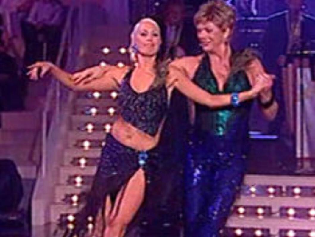 BUNNPLASS: Esben Esther Pirelli Benestad og dansepartneren Ingrid Beate, fikk bare 14 poeng for sin transedans.  Foto: TV 2
