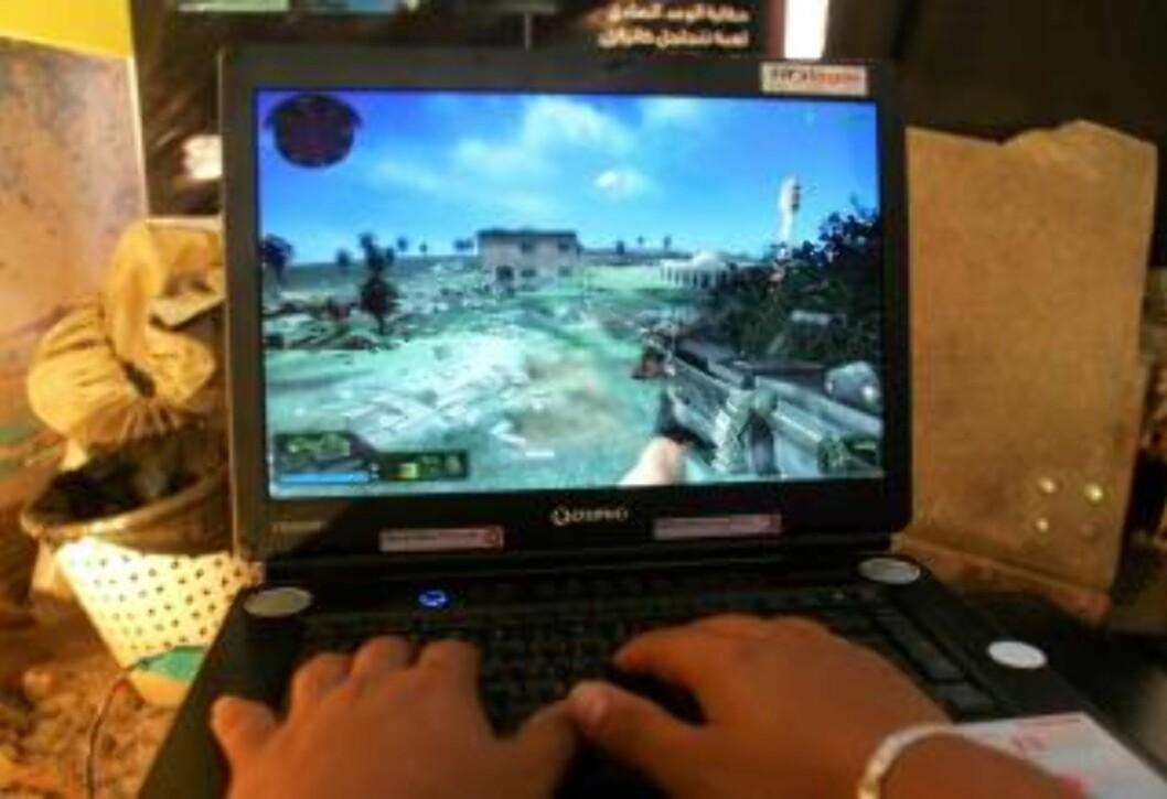 DATASPILL: Mange unge bruker mye tid på dataspill. Foto: Anwar Amro/AFP/Scanpix