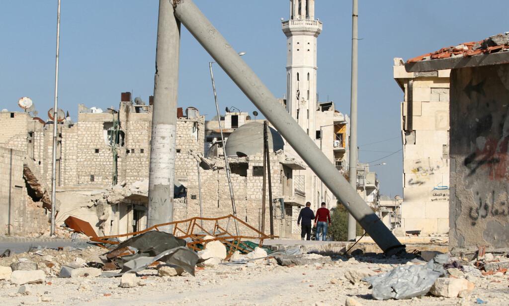 UNDER BELEIRING: Fra et opprørerkontrollert beleiret område i Aleppo. REUTERS/Abdalrhman Ismail / Reuters / NTB Scanpix