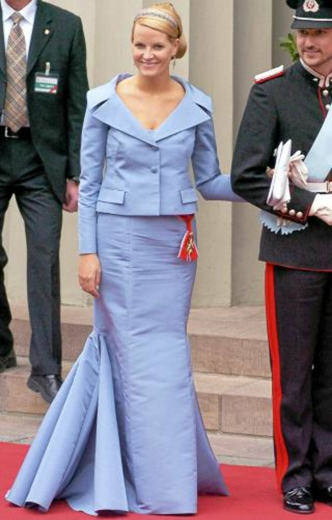<strong>SPEAIALSYDD:</strong> Mette-Marit i spesialsydd haute couture kjole fra Valentino under det kongelige bryllupet i Danmark i 2004. Man må vanligvis ut med 250.000 kroner for en slik kjole. Foto: Stella