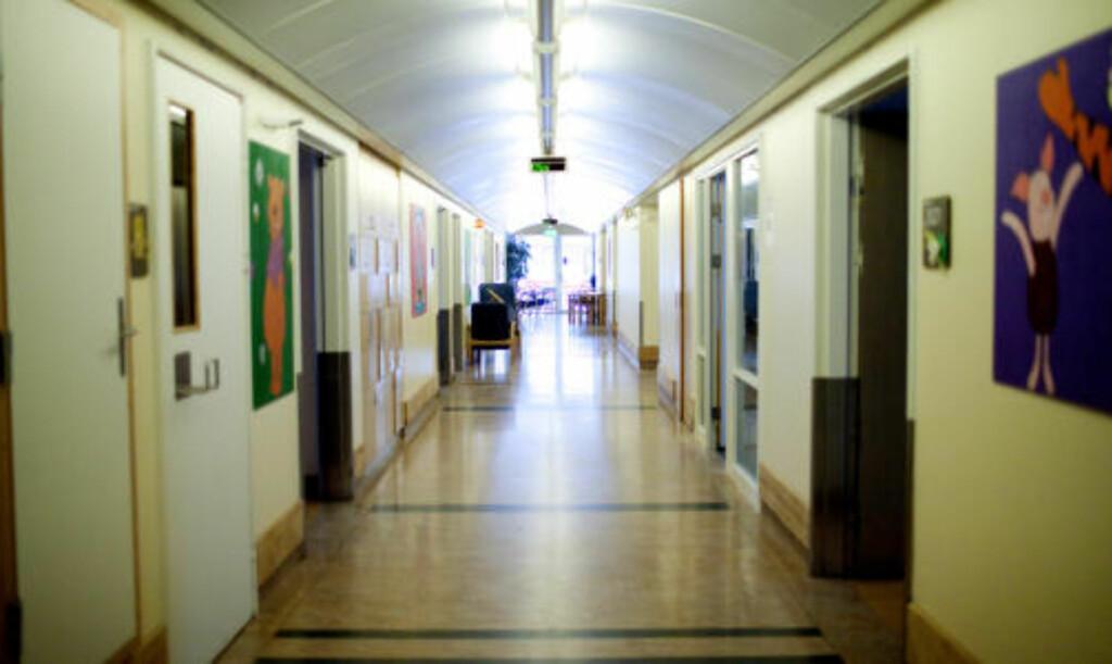 LEDIG KAPASITET: Mens syke barn ble sendt hjem grunnet plassmangel, stod hele den gamle barneposten i etasjen under tom. Foto: Siv Seglem/ Dagbladet.