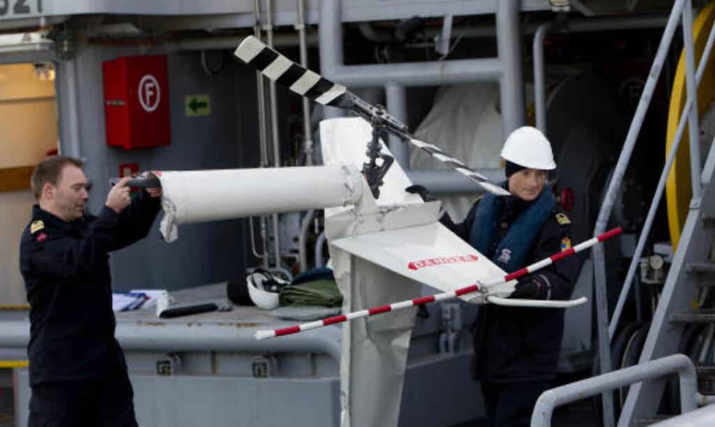 ROTOR: Her bæres rotoren i land. Foto: Bjørn Langsem