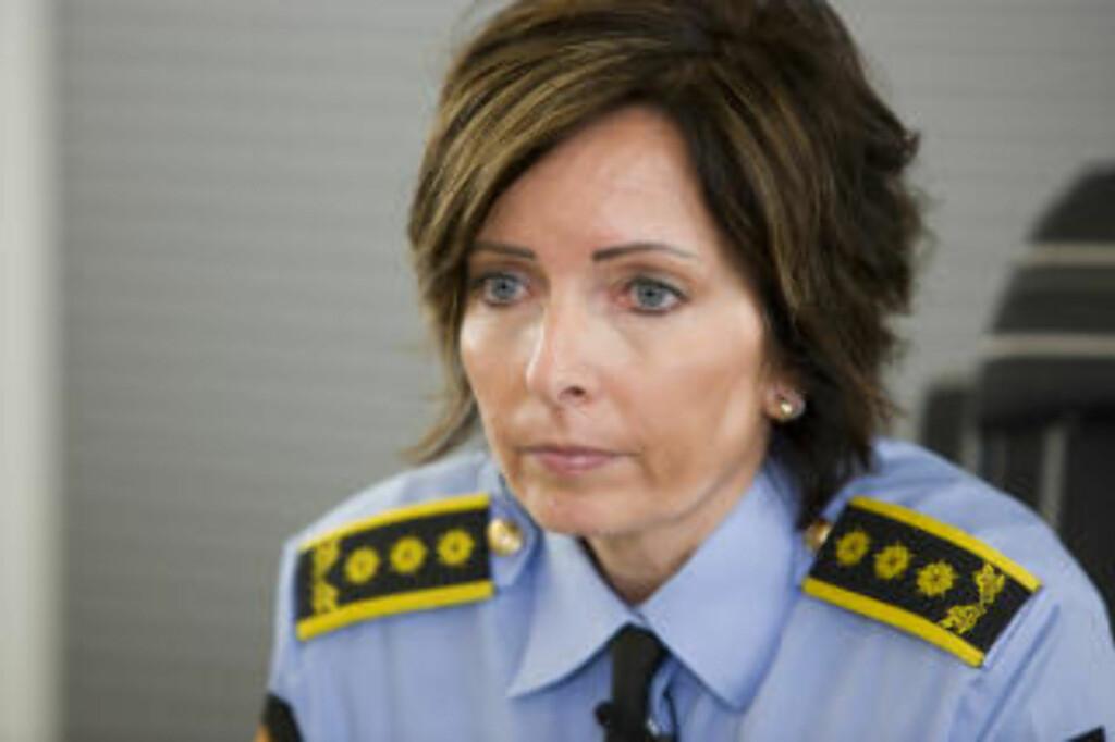 IKKE TROVERDIG:  Politiinspektør Hanne Kr. Rohde og etterforskerne tror ikke på forklaringen til 33-åringen. Han løslates i dag, men siktelsen for medvirkning til drap blir opprettholdt. FOTO: BERIT ROALD, SCANPIX.