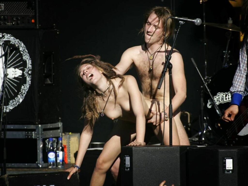 fuck-for-forest-cumshot-concert-milf-nude