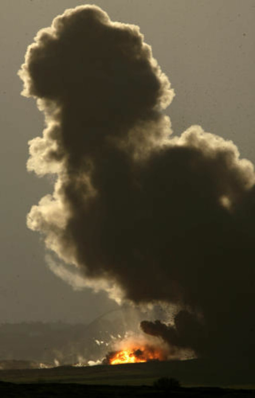 SVARER FOR FN: Richard Goldstone konkluderte i en uavhengig granskning at både israelerne og palestinerne har begått krigsforbrytelser under den 22 dager lange militæroffensiven i januar 2009. Goldstone påla både Israel og Hamas å granske anklagene om krigsforbrytelser, eller risikere at de havner på bordet til Den internasjonale straffedomstolen (ICC). Svarene ble denne uka oversendt til FNs generalsekretær Ban Ki-moon, som videresendte dem til FNs hovedforsamling. Foto: REUTERS/Nikola Solic/Scanpix