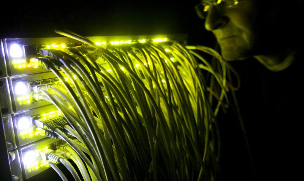 SKAL OVERVÅKE NETTET: Et nytt EU-prosjekt skal utvikle et automatisert system for overvåking av nettressursser, i jakten på «unormal» adferd. foto: SCANPIX