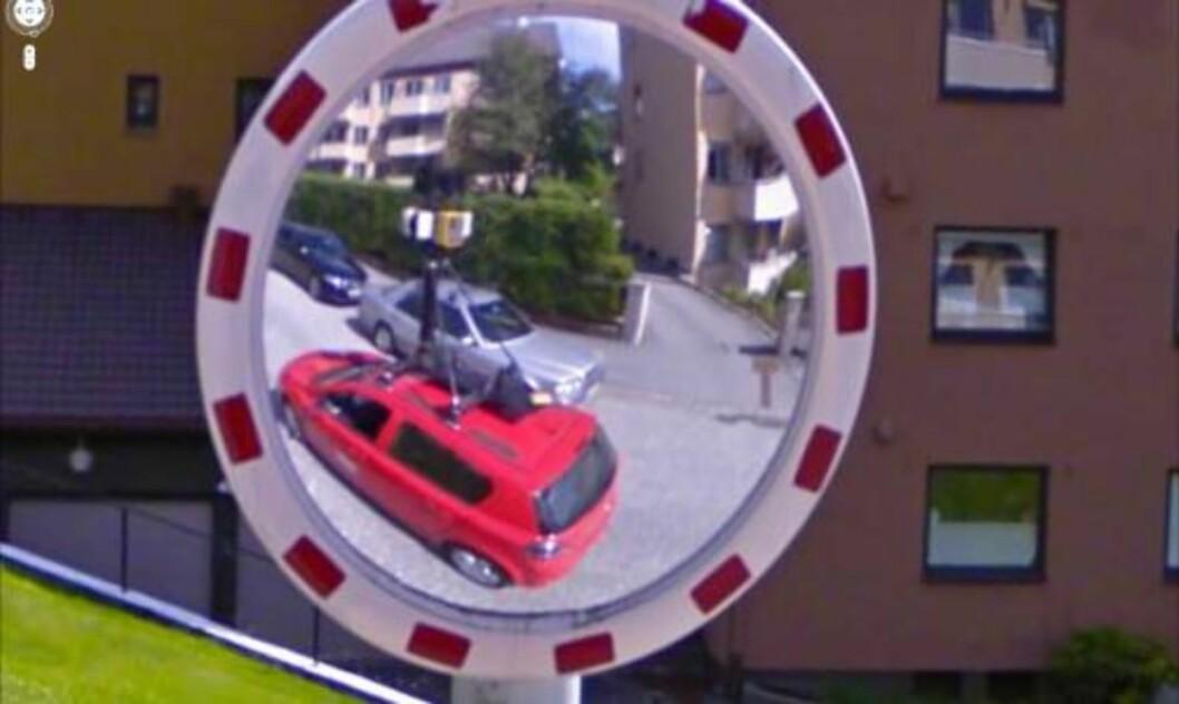 <strong>SELVPORTRETT:</strong> Her har Google-bilen tatt bilde av seg selv.