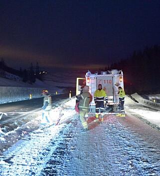STENGT VEI: Fylkesvei 256 er steng som følge av raset. Foto: Thomas Rasmus Skaug / Dagbladet