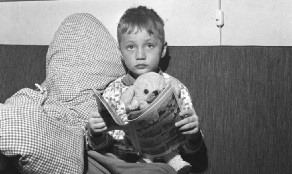 FRISK SOM EN FISK: Dagen etter når redningsdåden førstesiden av Dagbladet. «- Har Per feber, » spør journalisten. «- Han er frisk som en fisk, kanskje litt snue, » sier fireåringens mor. «- Men skriv og fortell hvor lykkelige vi er, og takknemlige mot den eller de som reddet guttens liv Frognerparken i går. » Arkivfoto: DAGBLADET
