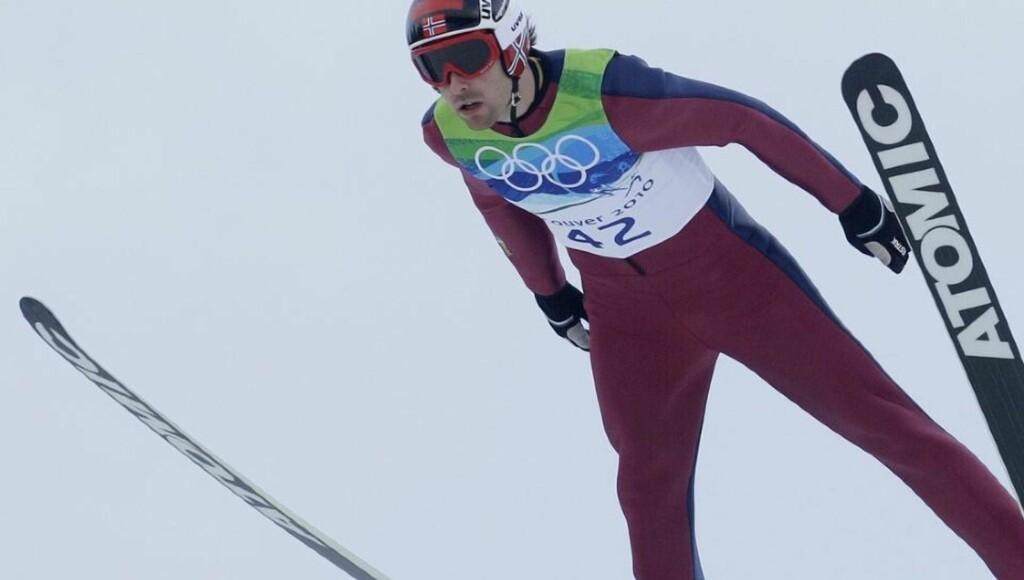 LANGT BAK: Magnus Moan, her under prøveomgangen, fikk veldig vanskelige vindforhold i hoppdelen av kombinertsprinten, og går ut over to minutter bak lederen, finske Janne Ryynänen i langrennet 22.45 i kveld. Foto: Dmitry Lovetsky, AP/Scanpix