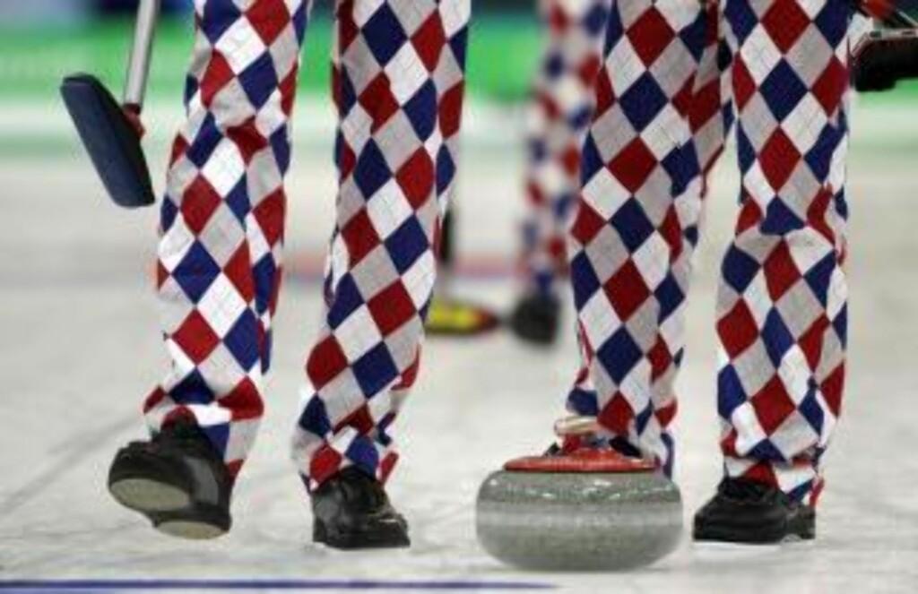 GOLF-INSPIRERT: Buksene er laget av Loudmouth Golf, samme merke som står bak buksene til den fargerike golfspilleren John Daly. Foto: AP