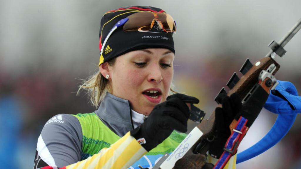 TYSK GULL: Magdalena Neuner gikk seg opp en plass og tok OL-gull i sine første leker.  Foto: SCANPIX/AFP/ FRANCK FIFE
