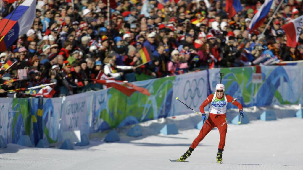 ALENE PÅ TOPP: Tora Berger gikk først over mål av alle løperne, og var også først da tidene skulle sammenliknes. Suverent OL-gull.Foto: SCANPIX/AP /Andrew Medichini