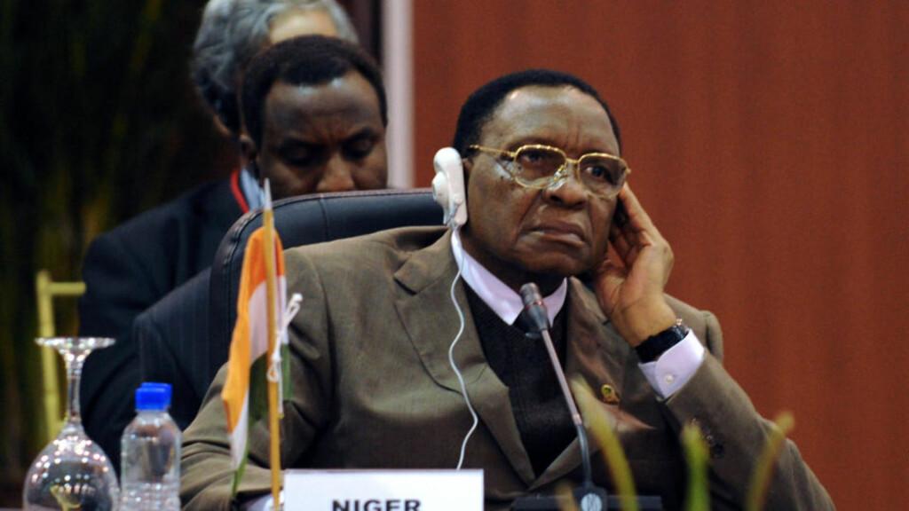 STORMANNSGAL: Mamadou Tandja tok grep i fjor for å forlenge sin egen regjeringstid. Nå holdes han fanget. Foto: AFP/Juan BARRETO