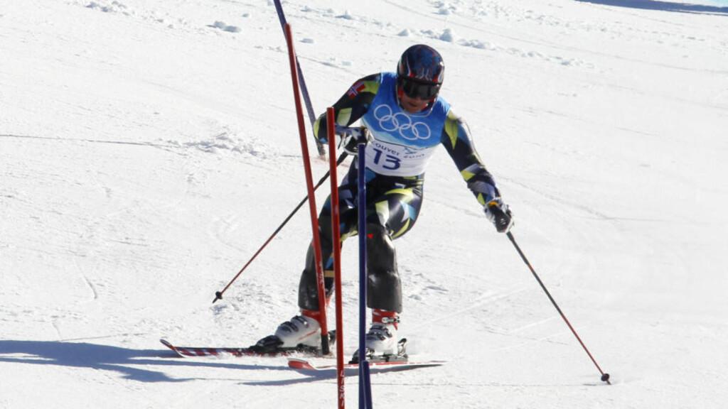 KJØRTE UT PÅ VEI MOT MEDLAJE: Her får Aksel Lund Svindal skien på feil side av porten da kjørte ut i slalomdelen av superkombinasjonen i alpint under i OL Vancouver 2010. Foto: Cornelius Poppe / Scanpix