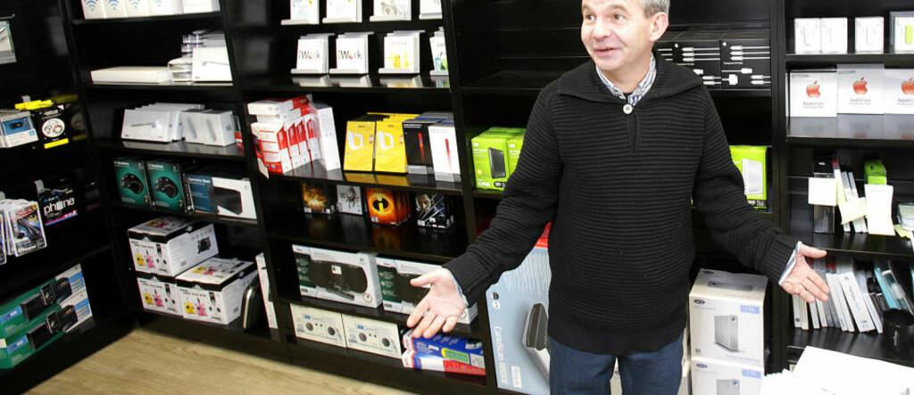 HAR SOPT GLASS HELE HELGA: Tre ganger på én helg hadde Peder Hanson ubudne gjester innom Apple-butikken på nattestid. Foto: TORBJØRN BERG