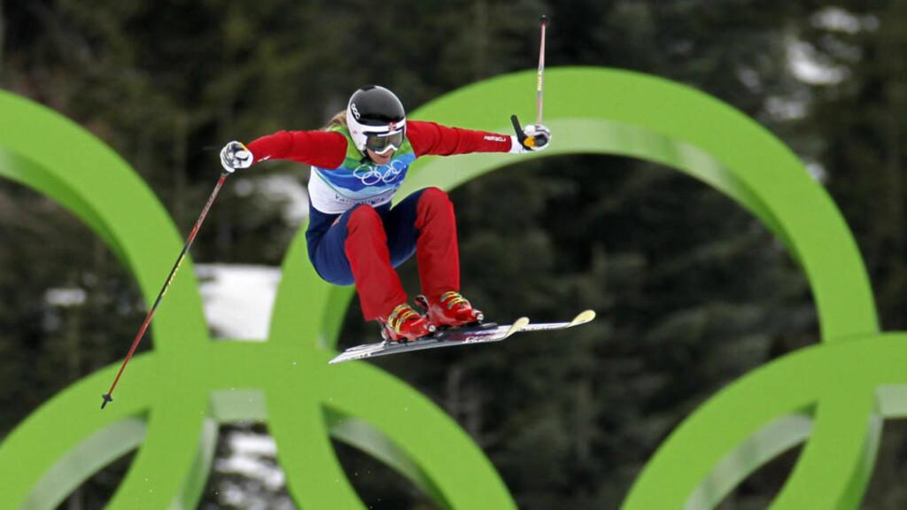 KOMPLETTERTE MEDALJESAMLINGEN: Hedda Berntsen hadde mesterskapsmedaljer i både telemark og alpint. I dag ble samlingen komplettert med olympisk medalje i skicross.Foto: SCANPIX/REUTERS/Mark Blinch