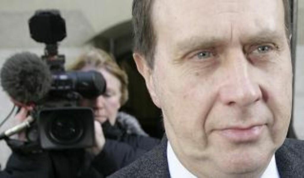 AVLYTTET TELEFONER: Clive Goodman, hoffreporter i News Of The World. Og han var ikke alene, ifølge rapport utarbeidet av britiske parlamentarikere. Foto: REUTERS/Toby Melville/Scanpix