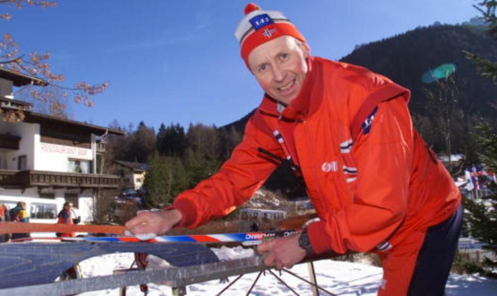 FORKLARER: Per Knut Aaland, tidligerer smører for Norge, mener rubbing av ski kan gjøres av alle. Foto: Dagbladet