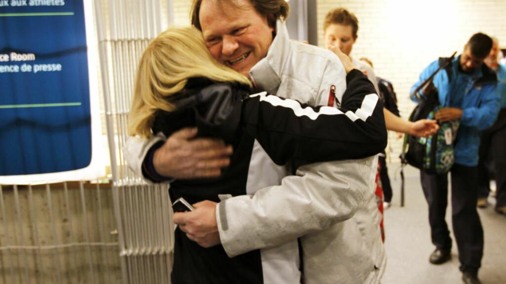 KAN GAMET:  Lagleder og OL-mester fra 2002, Pål Trulsen, fikk hjertelige finaleoppmuntringer fra kulturminister Anniken Huitfeldt etter semifinaleseiren over Sveits i natt.  FOTO: LISE ÅSERUD, SCANPIX.