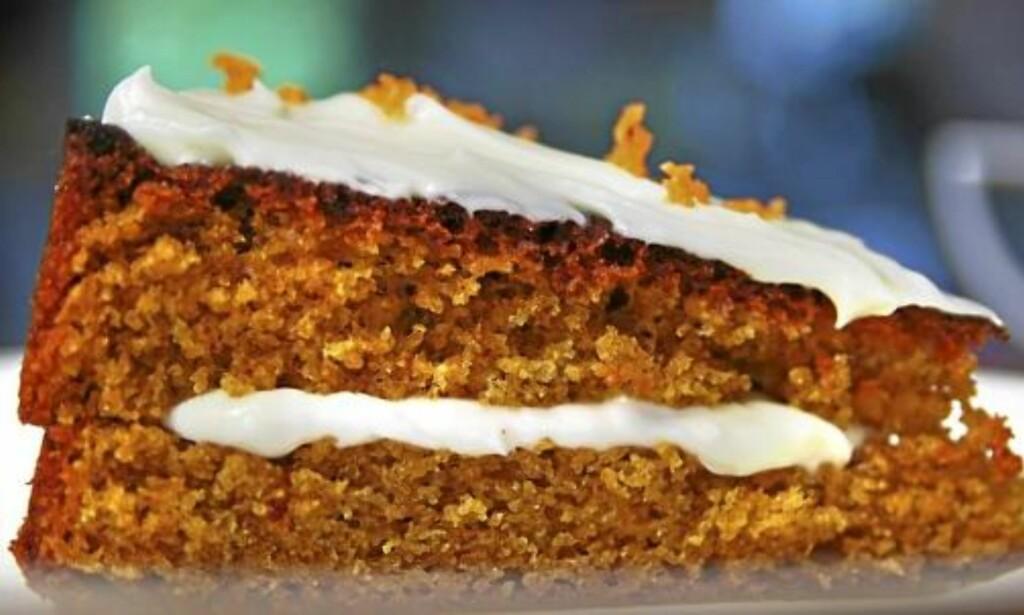 PERFEKT KAKE: Gulrotkake er enkel å lage og smaker kjempegodt! Foto: Erik Hannemann