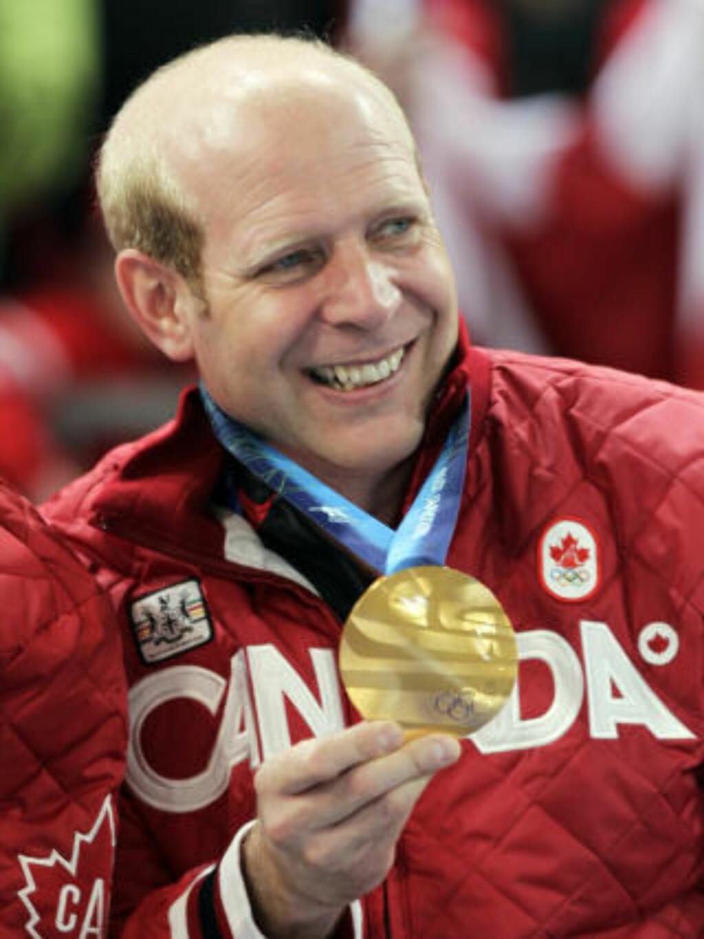 FIKK REVANSJ: Kevin Martin bommet på den siste steinen da Pål Trulsen og Norge snøt ham for gullet i 2002. Denne gangen var det ingen tvil om hvor seieren skulle havne. Foto: AP Photo/Robert Bukaty