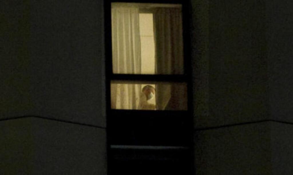 KRIMTEKNISK: Politiet jobbet med tekniske undersøkelser i går kveld. Foto: Øistein Norum Monsen/Dagbladet