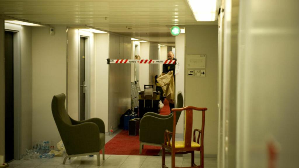 20. ETASJE: Politiet har sperret av gangen der kvinnen bodde, og håper de har drapsmannen på video. Foto: Øistein Norum Monsen/Dagbladet