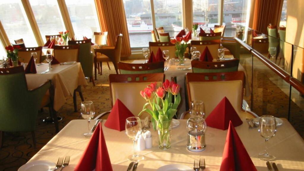STASELIG:Spisesalen ombord i  M/S Midnattsol er standmessig, men du må se langt etter norsk vin i glassene. Foto: Kirsten M. Buzzi