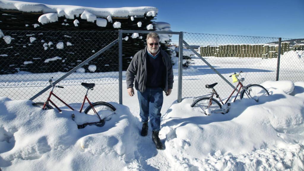 UBEHAG: Arne Lesteberg (54) har gledet seg hver eneste dag til å gå på jobben på Moelven Soknabruket siden 1979. Nå føler han ubehag på arbeidsplassen og har mistet troen på IA-avtalen om inkluderende arbeidsliv. Foto: Jacques Hvistendahl