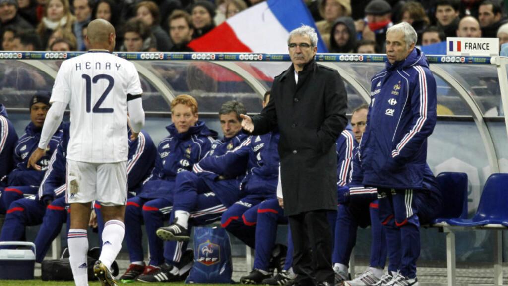 IKKE SÅ GOD SOM FØR: Raymond Domenech byttet ut Henry og var nådeløs i vurderingen av Barcelona-spilleren etter kampen. Foto: REUTERS/Charles Platiau