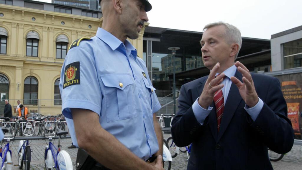 POLITIREGISTERLOVEN: Justisminister Knut Storberget vil satse stort på å forbedre datasystemene til politiet. Foto: Morten Holm / SCANPIX