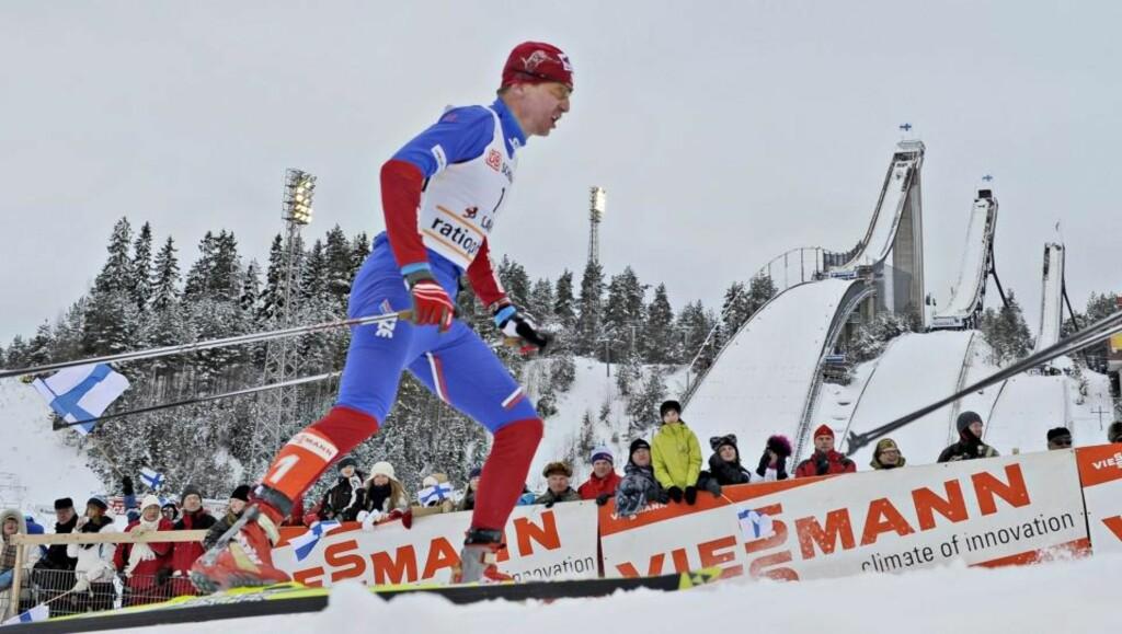 GIR OPP VERDENSCUPEN: Lukas Bauer tok kraftig inn på en fraværende Petter Northug i verdenscupen i Lahtis, men anser seg likevel sjanseløs mot nordmannen i sammendraget.Foto: SCANPIX/EPA/MARKKU OJALA
