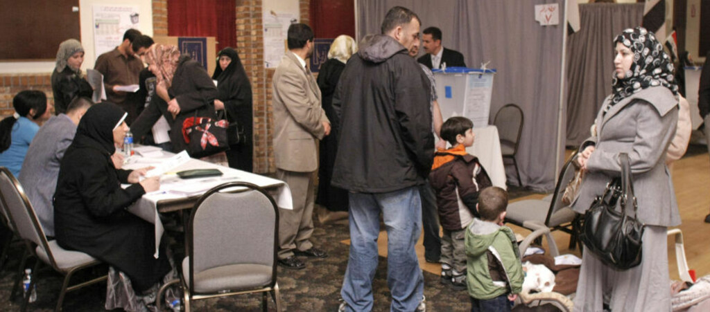 FÅR AVGI SIN STEMME I UTLANDET: Irakere i utlandet har de siste dagene kunnet avgi forhåndsstemme i valget på ny nasjonalforsamling i hjemlandet. Foto: AFP/SCANPIX