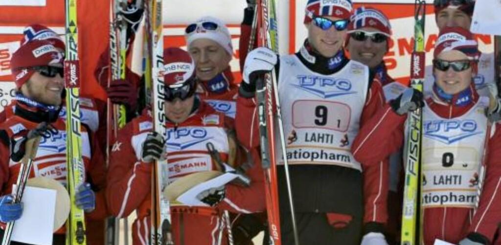 FOLKSOMT: Åtte norske og fire tyske på pallen.Foto: SCANPIX/EPA/Markku Ojala