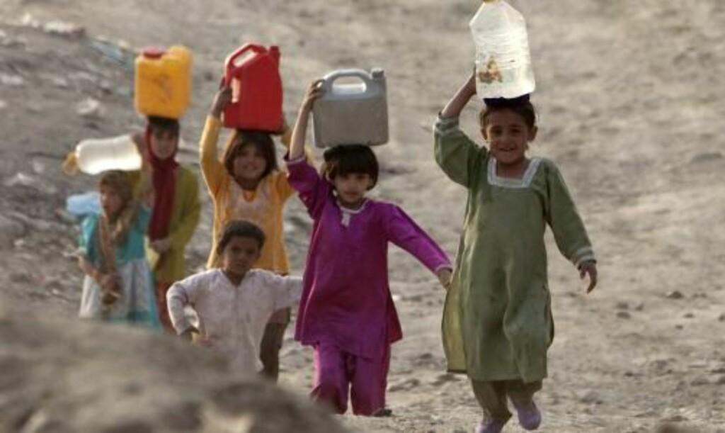VOLD OG ANGREP: Mye vold i hjemmene, jevnlige angrep på jenteskoler er blant grunnene til at Afghanistan er det verste landet i verden for kvinner. Foto: REUTERS/Ahmad Masood/SCANPIX