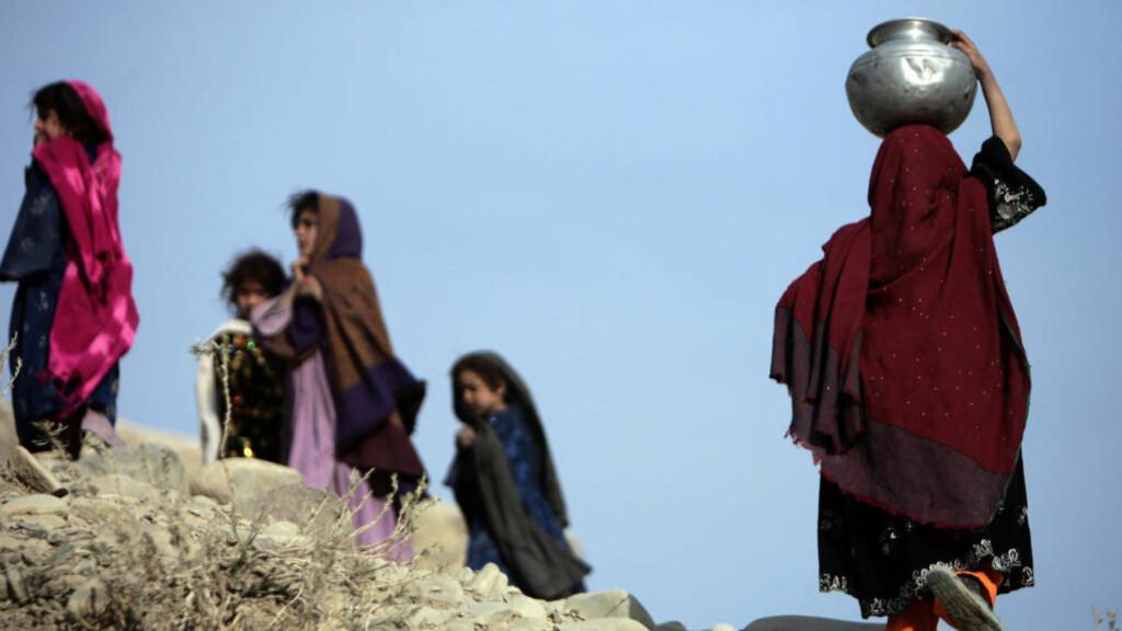 VERST: - Da norske styrker gikk inn i Afghanistan for snart ti år siden, var ett av argumentene at de ville bedre forholdene for kvinner. Det har ikke skjedd, ni av ti afghanske kvinner blir utsatt for vold fra familiemedlemmer, sier CAREs generalsekretær Marte Gerhardsen. Foto: REUTERS/Zohra Bensemra/SCANPIX
