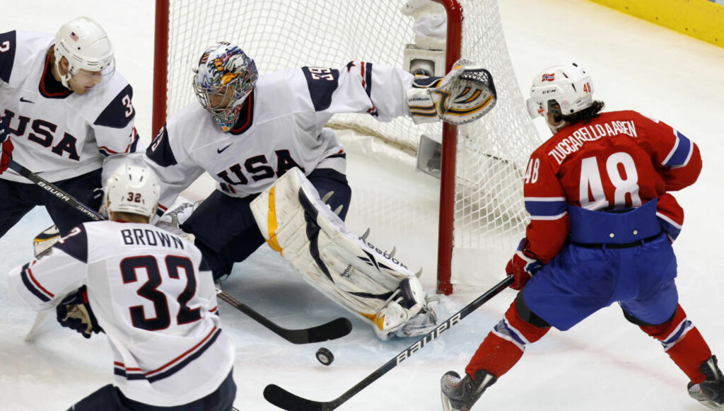 ØNSKET I NHL: Mats Zuccarello Aasen overbeviste i OL. Her fra kampen mot USA (tap 1-6). Foto: Lise Åserud / Scanpix