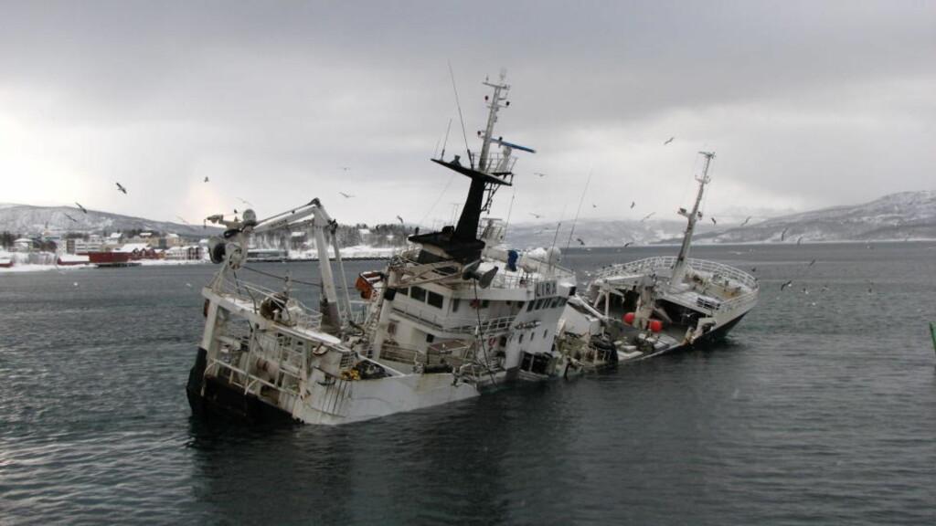 GRUNNSTØTTE: Idag tidlig kolliderte fartøyet Hundvåkøy med fiskeavfallsfrakteren Hordafor 4 ved Finnsnes i Tromsø. Foto: Olav Endre Drønen