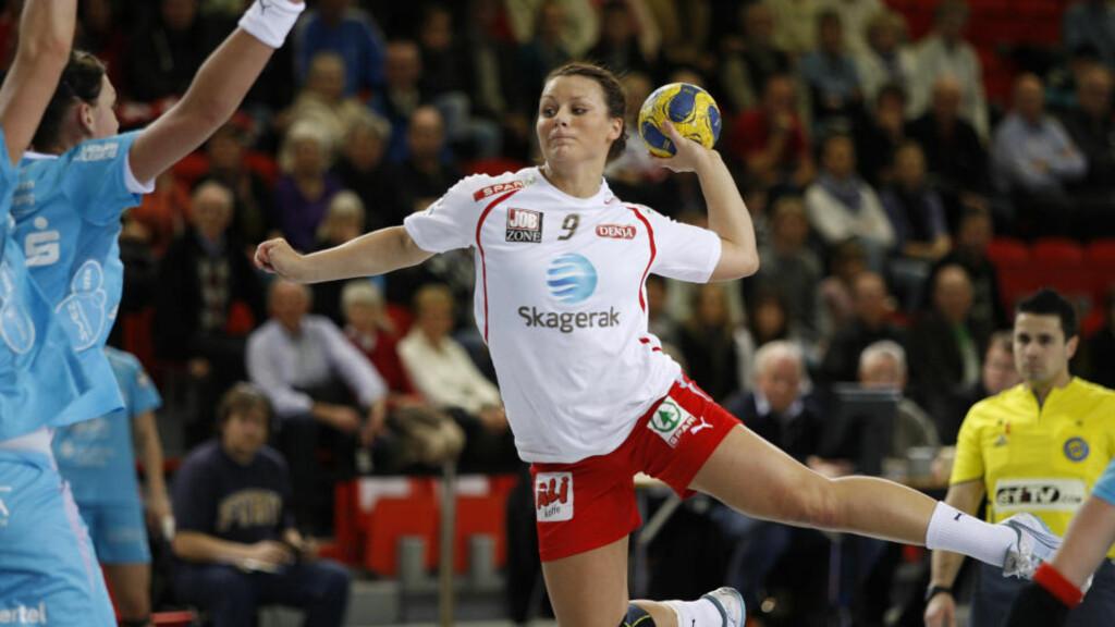 MOT SEMIFINALE: Nora Mørk og Larvik tok en overbevisende seier mot Leipzig i mesterligaen, og er nær en plass i semifinalen.Foto: Svein André Svendsen / SCANPIX