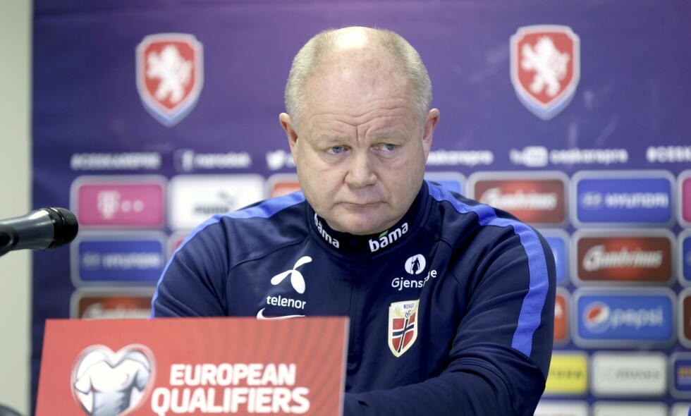 TELLER NED: Per-Mathias Høgmo var preget av stundens alvor på en pressekonferanse i Praha torsdag kveld. Foto: Vidar Ruud / NTB Scanpix