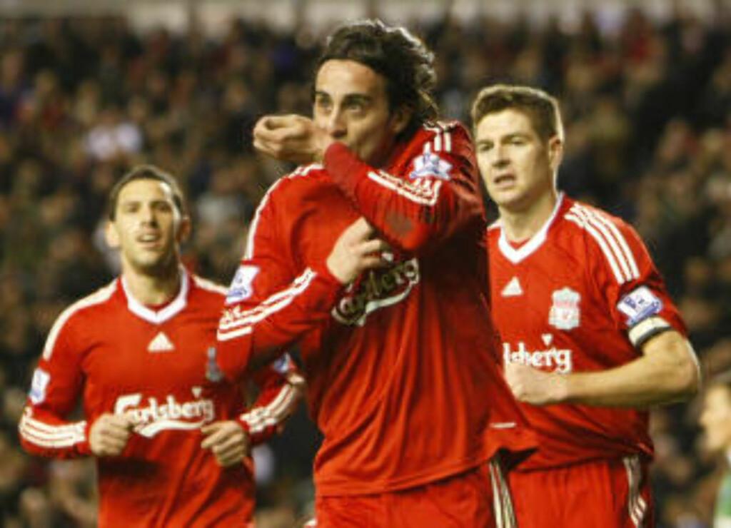 FØRSTE LIVERPOOL-MÅL: Alberto Aquilani fikk for en gangs skyld starte for Liverpool, og svarte med sitt første ligamål for de røde. Foto: AP/Tim Hales
