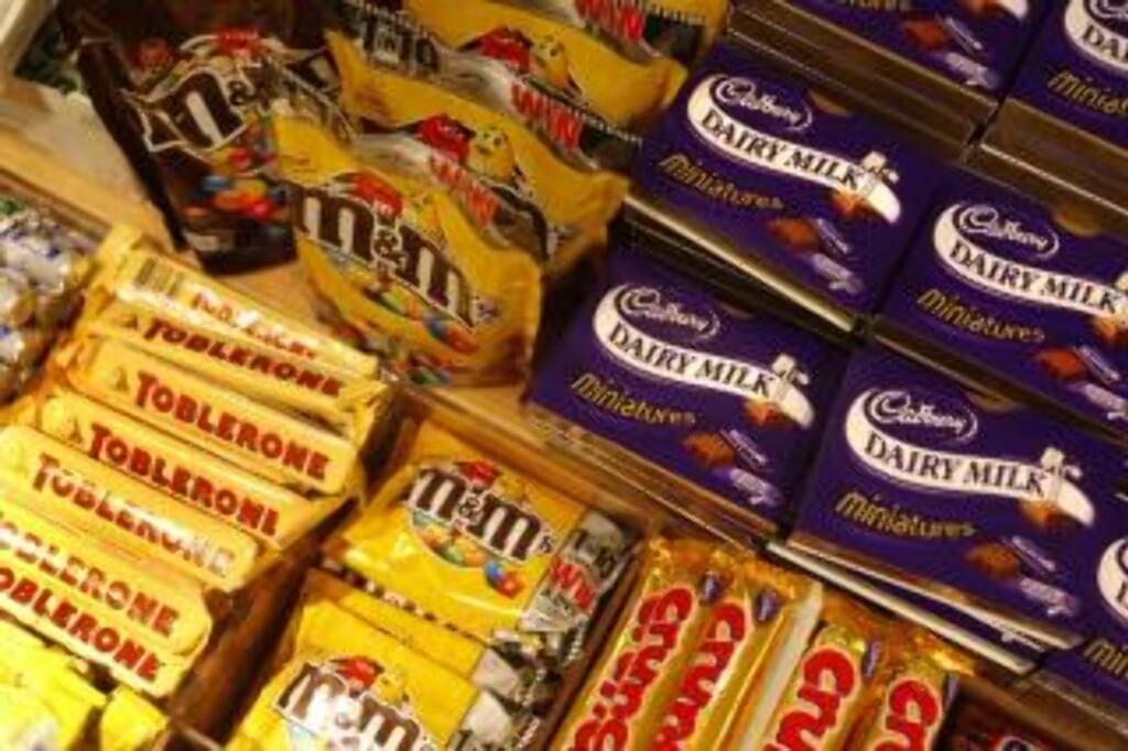 GODSAKER: Men hvem lager M&Ms, Toblerone og de andre Kraft-produktene? Foto: AP/Scanpix