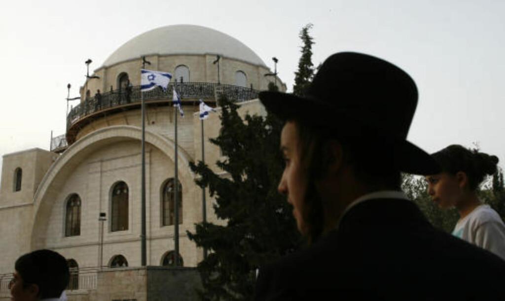 ØKT SPENNING: Gjenåpningen av Hurva-synagogen i gamlebyen i Jerusalem har bidratt til økt spenning i byen. Foto: Baz Ratner / REUTERS / SCANPIX