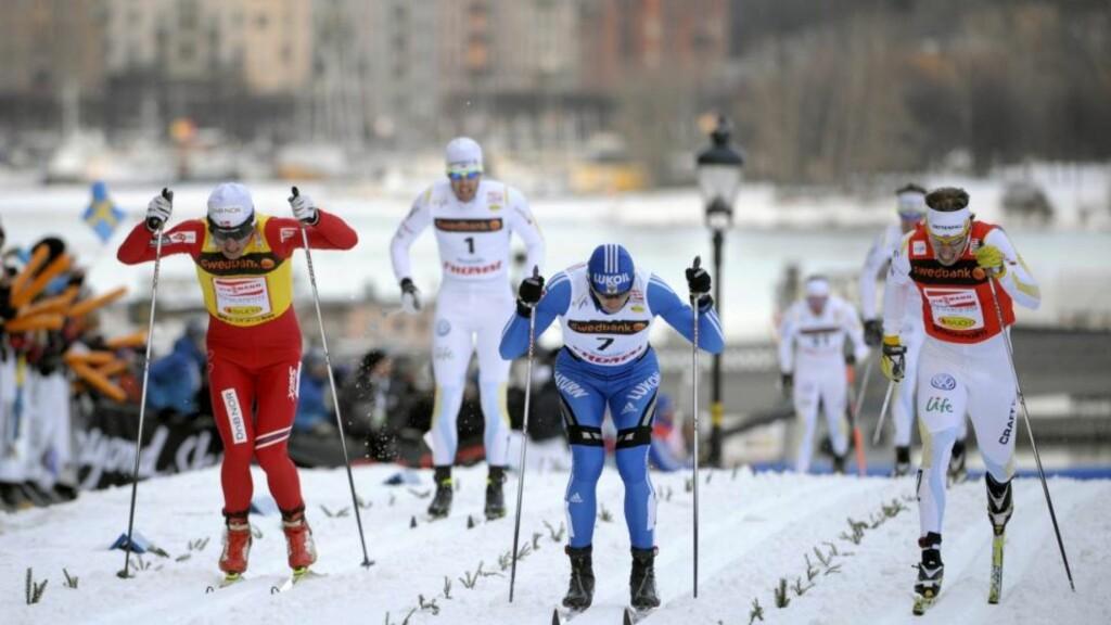 STOCKHOLM, SVERIGE 20100317. Russlands Nikita Kriukov går i mål som seierherre foran  Petter Northug og Sveriges Emil Jönsson (th) i finalen i Royal Palace Sprint i Stockholm onsdag. Foto: ANDERS WIKLUND / SCANPIX
