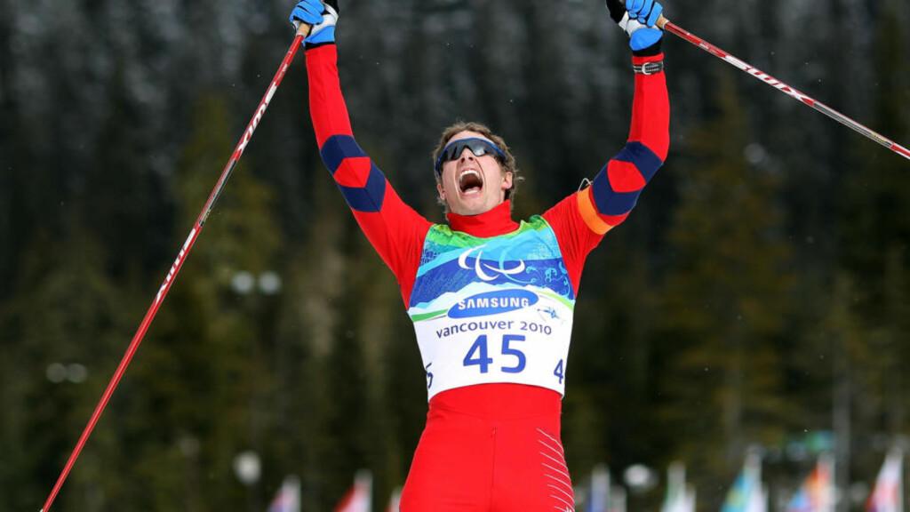 GULLGUTT: Nils-Erik Ulset knuste nærmeste konkurent med 59 sekunder på 12,5 km skiskyting i Whistler og tok Norges første gull i Paralympics 2010. Fra før av hadde han to sølvmedaljer i lekene.  Foto: Hannah Johnston, Getty Images/AFP/Scanpix