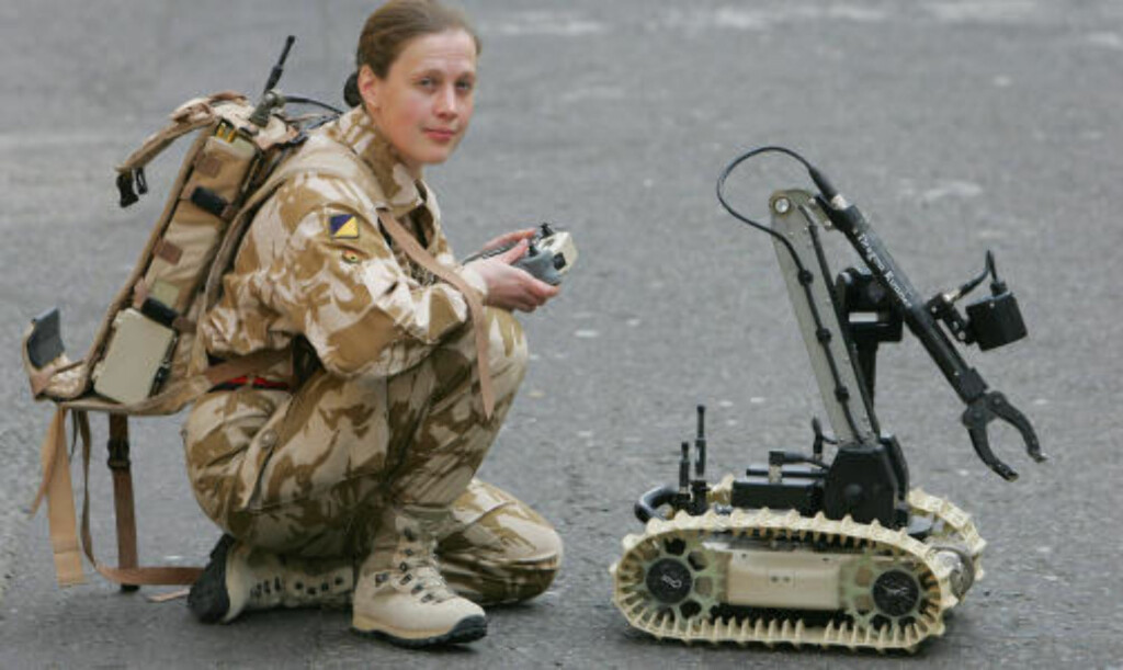 LETT: Den veier 6,5 kilo, opplyser britiske forsvarsmyndigheter. Foto: AFP/GEOFF CADDICK/SCANPIX