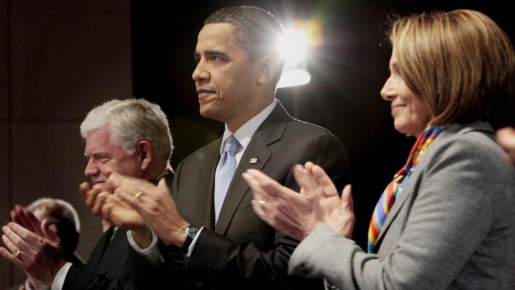 HARD KAMP: USAs president Barack Obama har brukt all sin tid den siste uka for å sikre flertall for helsereformen. Lørdag møtte han sine partifeller i Kongressen for å mane dem til kamp for reformen, som skal sikre at flere amerikanere har et helsetilbud. Foto: REUTERS / Jonathan Ernst / SCANPIX